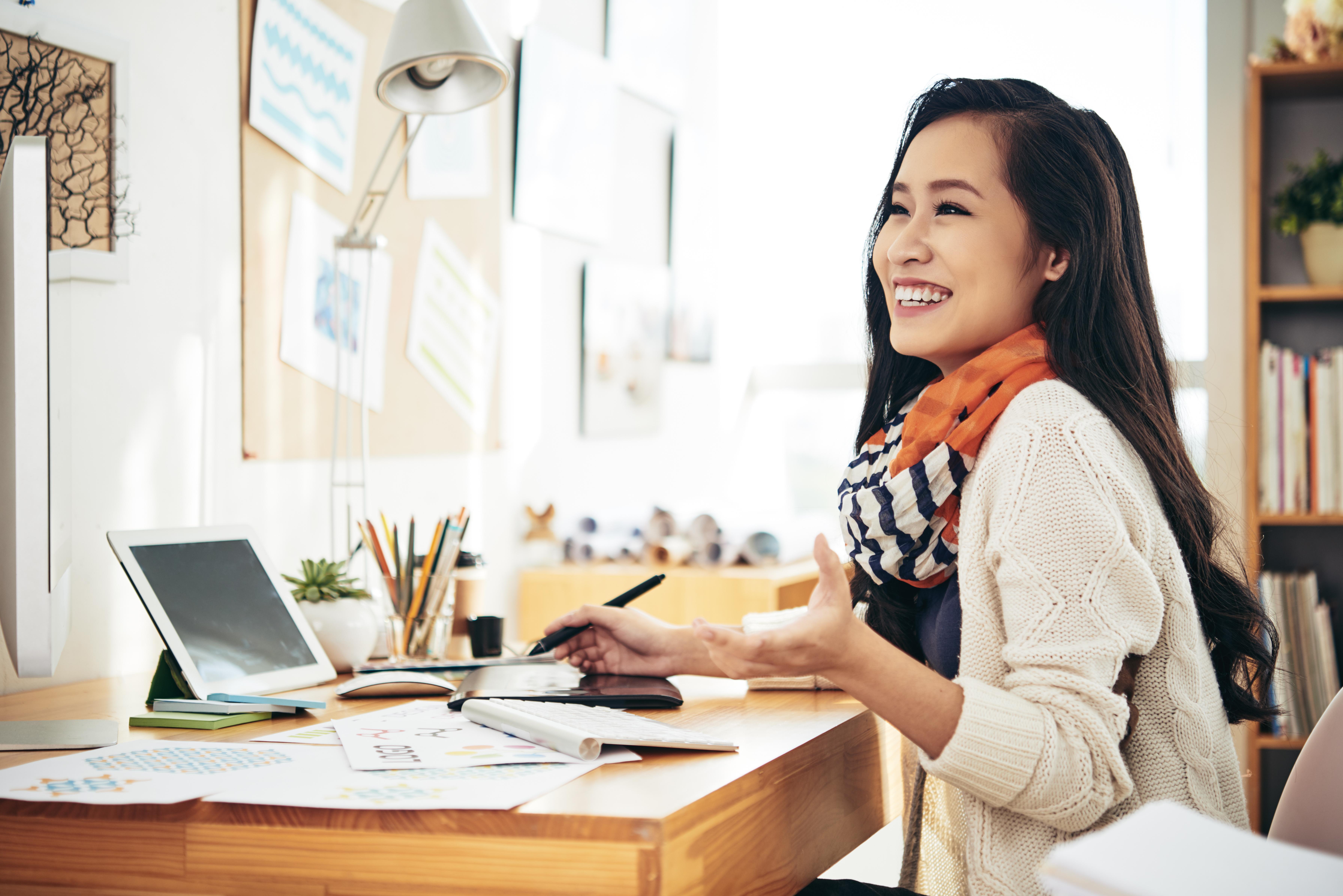 woman-at-office-39KE7NC